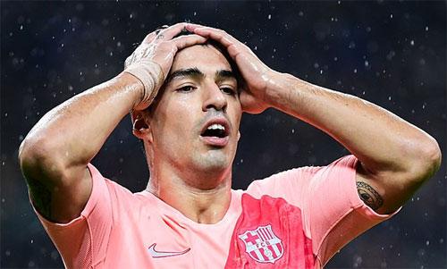 Suarez đột nhiên đánh mất bản năng ghi bàn. Ảnh: Reuters