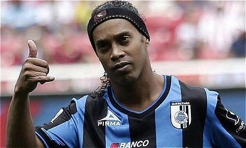 Ronaldinho b? gi? h? chi?u, ch? còn 6 ??la trong tài kho?n