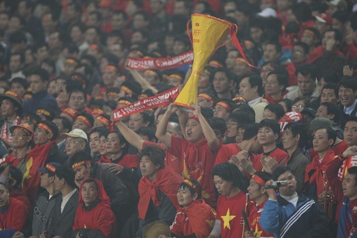 Một góc sân Mỹ Đình, nơi tràn ngập cờ đỏ sao vàng của CĐV Việt Nam. Ảnh: AFF.