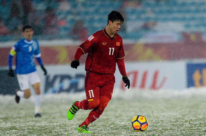 Đỗ Duy Mạnh thi đấu trong trận chung kết giải U23 chấu Á với Uzbekistan vào tháng một năm nay tại Thường Châu.