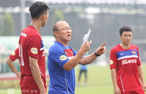 HLV Park Hang-seo đang xoay tua thử nghiệm đội hình, nhằm tìm ra 23 người xuất sắc cho AFF Cup 2018.