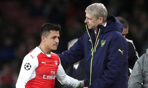 Wenger và Sanchez khi còn làm việc chung tại Arsenal. Ảnh: Reuters.
