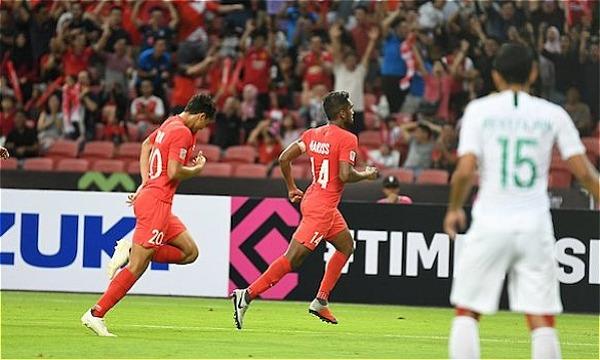 Cầu thủ Singapore chia vui với bàn mở tỷ số. Ảnh:AFF.