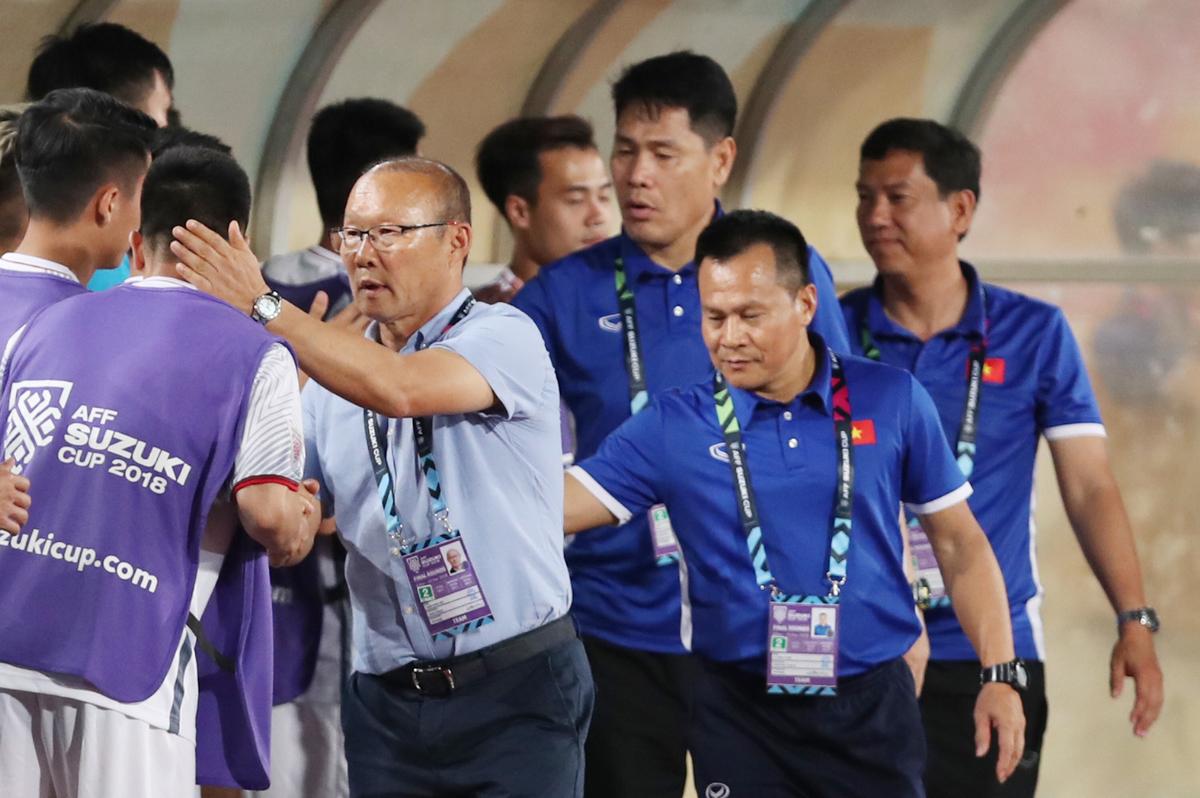 Vì sao HLV Park Hang-seo nổi cáu dù chiến thắng Lào?