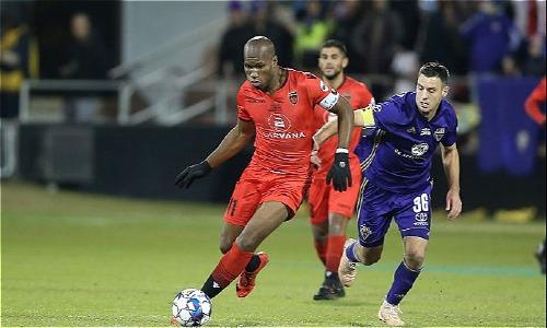 Drogba trong trận chung kết USL Cup. Ảnh:AFP.