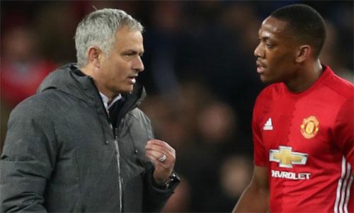 Martial (ph?i) ch?i t?t th?i gian qua là m?t tín hi?u vui v?i Mourinho. ?nh: Reuters