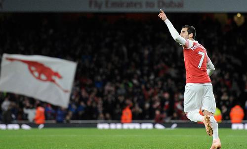 Arsenal thoát thua phút chót ở Emirates - 3