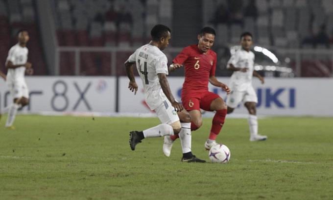 Timor (áo trắng) suýt buộc Indonesia trắng tay trên sân nhà. Ảnh: Reuters