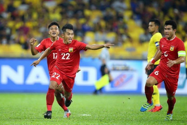 Lào suýt gây bất ngờ trước Malaysia. Ảnh: AFF.