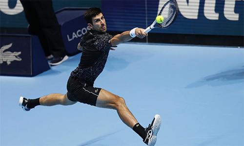 Djokovic chỉ mắc 13 lỗi đánh hỏng cả trận, là người đầu tiên giành vé vào bán kết ATP Finals 2018. Ảnh: AP.