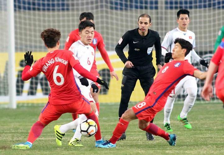 Trọng tài Al-Khudair điều khiển trận đấu giữa Việt Nam và Hàn Quốc ở giải U23 châu Á 2018.