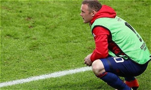 Rooney dự bị trong trận chung kết Europa League. Ảnh:Reuters.