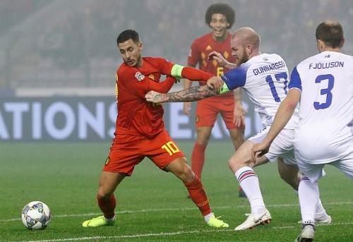 Hazard (trái) vẫn là linh hồn trong lối chơi của Bỉ. Ảnh: Reuters.
