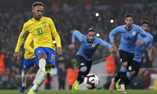 Neymar thực hiện thành công quả phạt đền, giúp Brazil chiến thắng. Ảnh: AFP.