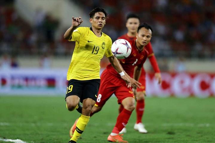Malaysia (áo vàng) kiểm soát nhiều bóng nhưng không tạo ra các tình huống ngon ăn thực sự. Ảnh: AFF.