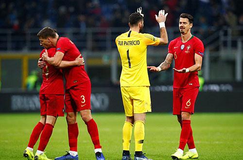 Niềm vui của Bồ Đào Nha sau khi thủ hoà thành công Italy. Ảnh: Reutes.