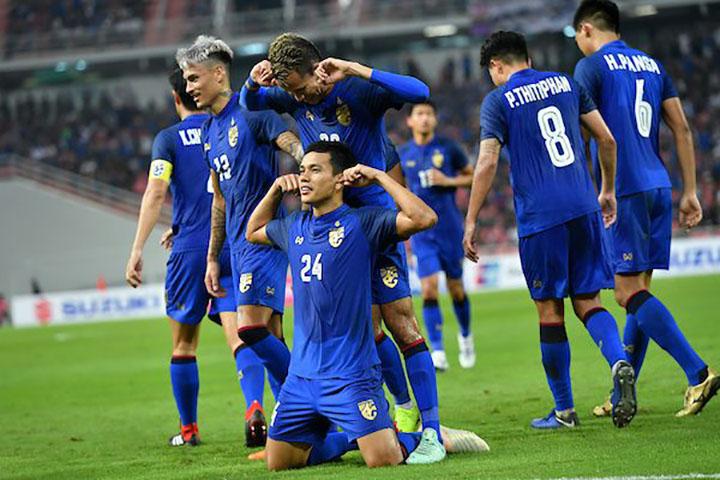 Korrakot (số 24) mừng bàn thắng từ chấm phạt góc với đồng đội. Ảnh: AFF.