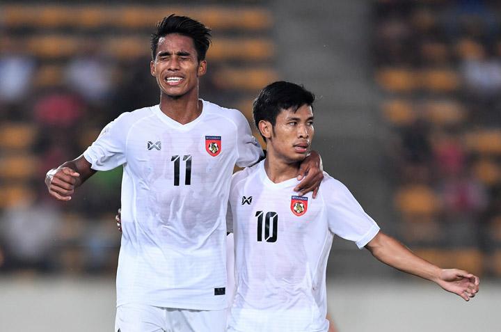 Cầu thủ Myanmar ăn mừng chiến thắng 3-1 trước Lào ngày 16/11.