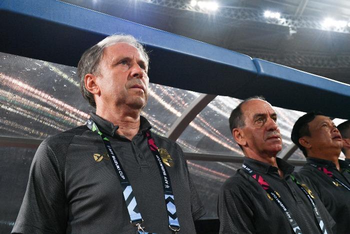 [Caption]HLV Rajevac (trái) đang có khởi đầu tốt với Thái Lan. Ảnh:AFF Cup.