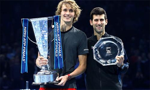 Alexander Zverev (trái) vô địch bất ngờ, nhưng xứng đáng. Ảnh: Sky.