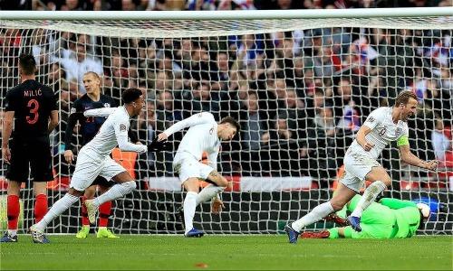 Kane (số 9) đưa tuyển Anh vào bán kết UEFA Nations League. Ảnh: Reutes.