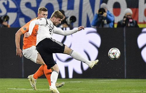 Đức sớm tận dụng được lợi thế sân nhà. Ảnh: Reuters