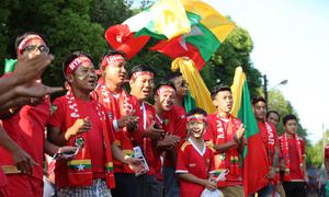 CĐV đổ đến sân sớm xem trận Myanmar - Việt Nam