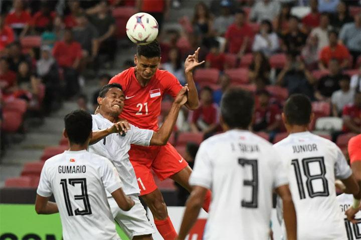 Phần lớn bàn thắng của Singapore đến từ những pha bóng bổng. Ảnh: AFF