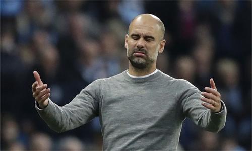 Guardiola chưa bị FA phạt, vì mới vi phạm lần đầu tiên. Ảnh: AP.