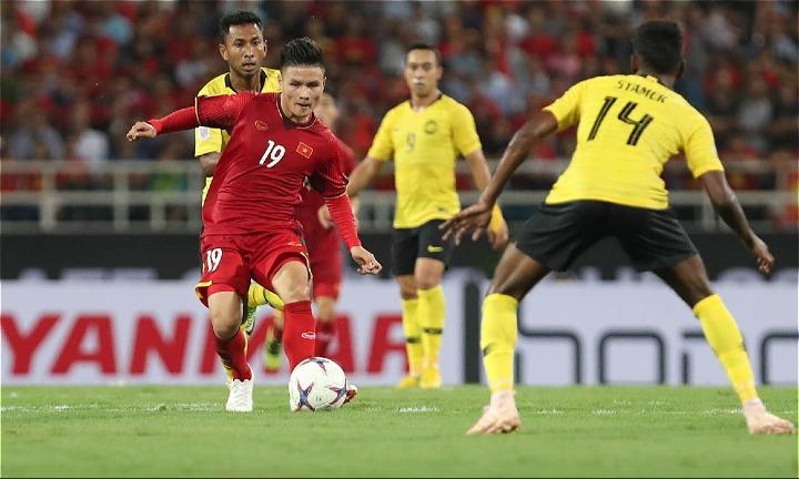 Việt Nam (áo đỏ) có trận thứ hai trên sân nhà gặp Campuchia tối 24/11. Ở trận đầu tiên, thầy trò Park Hang-seo đã hạ Malaysia 2-0. Ảnh: Đức Đồng.