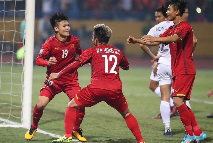 Quang Hảighi một bàn và kiến tạo một lần, trong chiến thắng của Việt Nam. Ảnh: Lâm Thoả.