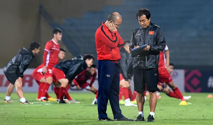 HLV Park còn nhiều băn khoăn trước trận gặp Campuchia. Ảnh: Giang Huy.