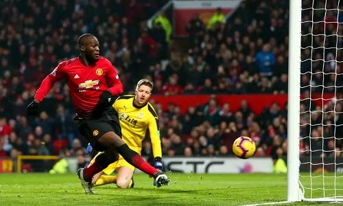 Lukaku đưa được bóng vào lưới nhưng bị phạt việt vị. Ảnh: AMA.