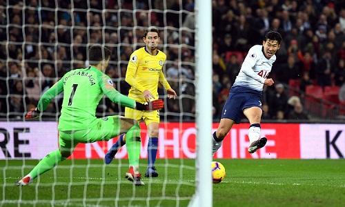 Son độc diễn ghi bàn, nâng tỷ số lên 3-0 cho Tottenham. Ảnh: Reuters.