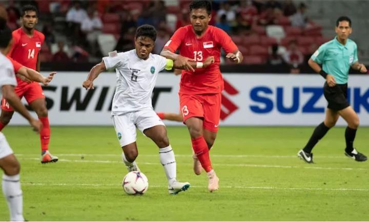Shafiq (13) động viên các đồng đội trước trận đấu khó khăn với Thái Lan. Ảnh:AFF Cup.