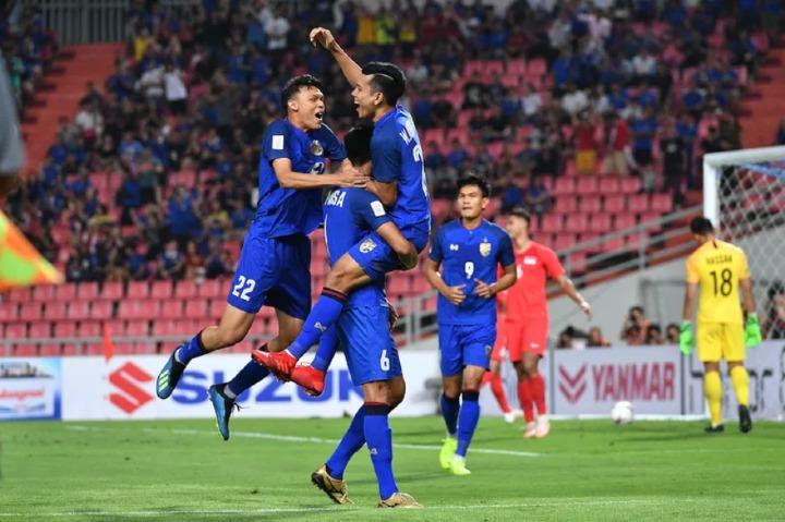 Thái Lan thắng áp đảo Singapore với tỷ số 3-0 ở lượt cuối, vào bán kết với tư cách bất bại. Ảnh: AFF.