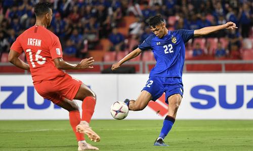 Thái Lan hạ Singapore, vào bán kết với ngôi nhất bảng