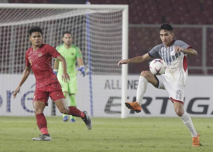 Patrick Reichelt cùng các đồng đội cầm hòa Indonesia 0-0 trên sân Bung Karrno để giành vé vào bán kết tối 25/11.