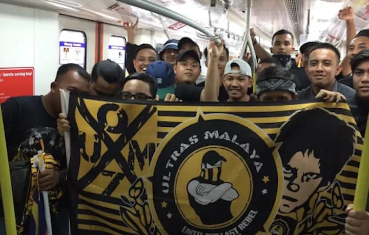 Các CĐV Malaysia nổi tiếng về mức độ cuồng nhiệt. Ảnh: Twitter.