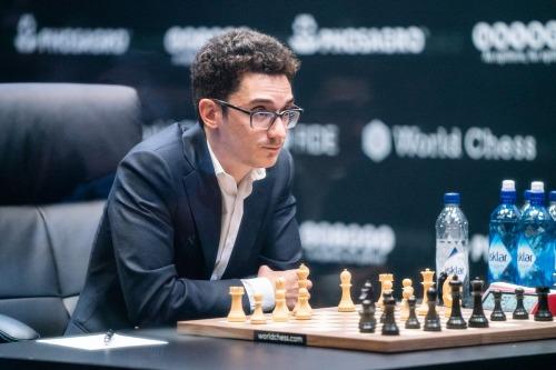 Caruana bất ngờ khi đối thủ đề nghị hòa, nhưng anh vẫn tự tin sẽ không thua nếu đánh tiếp. Ảnh: Chess.com.