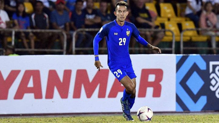 Sanrawat lên tuyển từ năm 2010 nhưng không thể hiện được nhiều trong màu áo Thái Lan trước khi AFF Cup 2018 khởi tranh. Ảnh: Komchadluek.