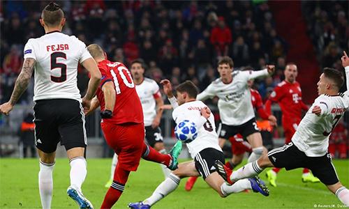Hàng thủ Benfica bị xé nát trong tình huống Robben mở tỷ số.