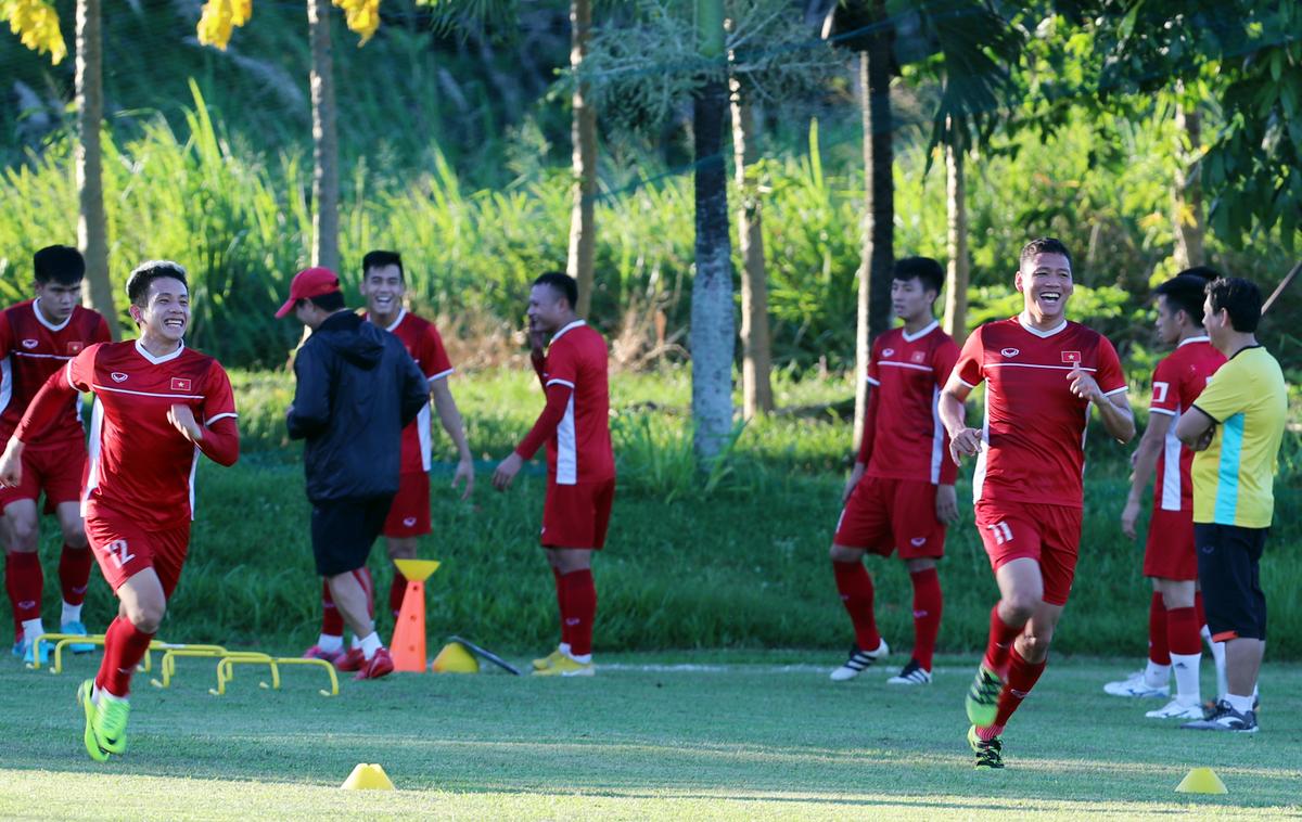 Đội tuyển Việt Nam tập buổi đầu tiên ở Philippines