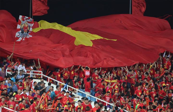 Sân Mỹ Đình hứa hẹn lại đỏ rực khi Việt Nam tiếp Philippines ngày 6/12. Ảnh: Đức Đồng.