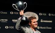 Carlsen lần thứ ba bảo vệ ngôi Vua cờ