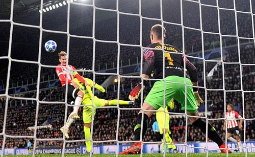 PSV bỏ lỡ quá nhiều cơ hội. Ảnh: Reuters