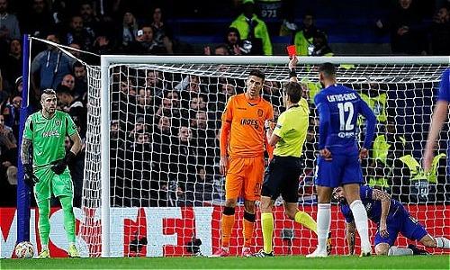 Tấm thẻ đỏ của Khacheridi khiến PAOK vỡ trận trước Chelsea. Ảnh:Reuters.