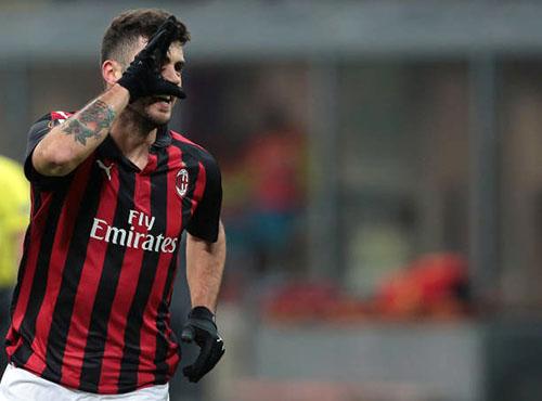 Cutrone mừng bàn mở tỷ số cho Milan. Ảnh: Reuters.