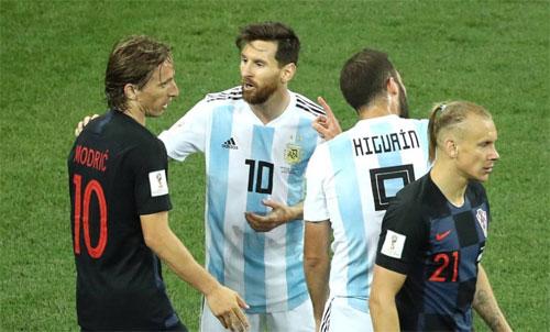 Modric và Messi từng đối đầu nhau ở World Cup, trận đấu mà Croatia thắng Argentina 3-0. Ảnh: Reuters