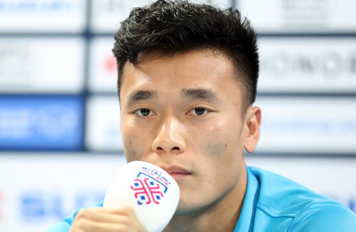 Bùi Tiến Dũng cho biết luôn trong tình trạng sẵn sàng, chờ cơ hội được ra sân tại AFF Cup 2018. Ảnh: Đức Đồng
